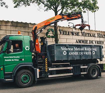 Veluwse Metaal Recycling | Vrachtwagen met kraan